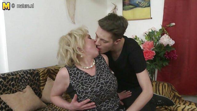 Une brune aux gros sexe porno amateur francais seins huilée se fait baiser